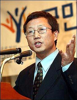 2002년 11월 국민통합21 노동특위 발대식에 참석한 권용목 민주노총 전 사무총장.